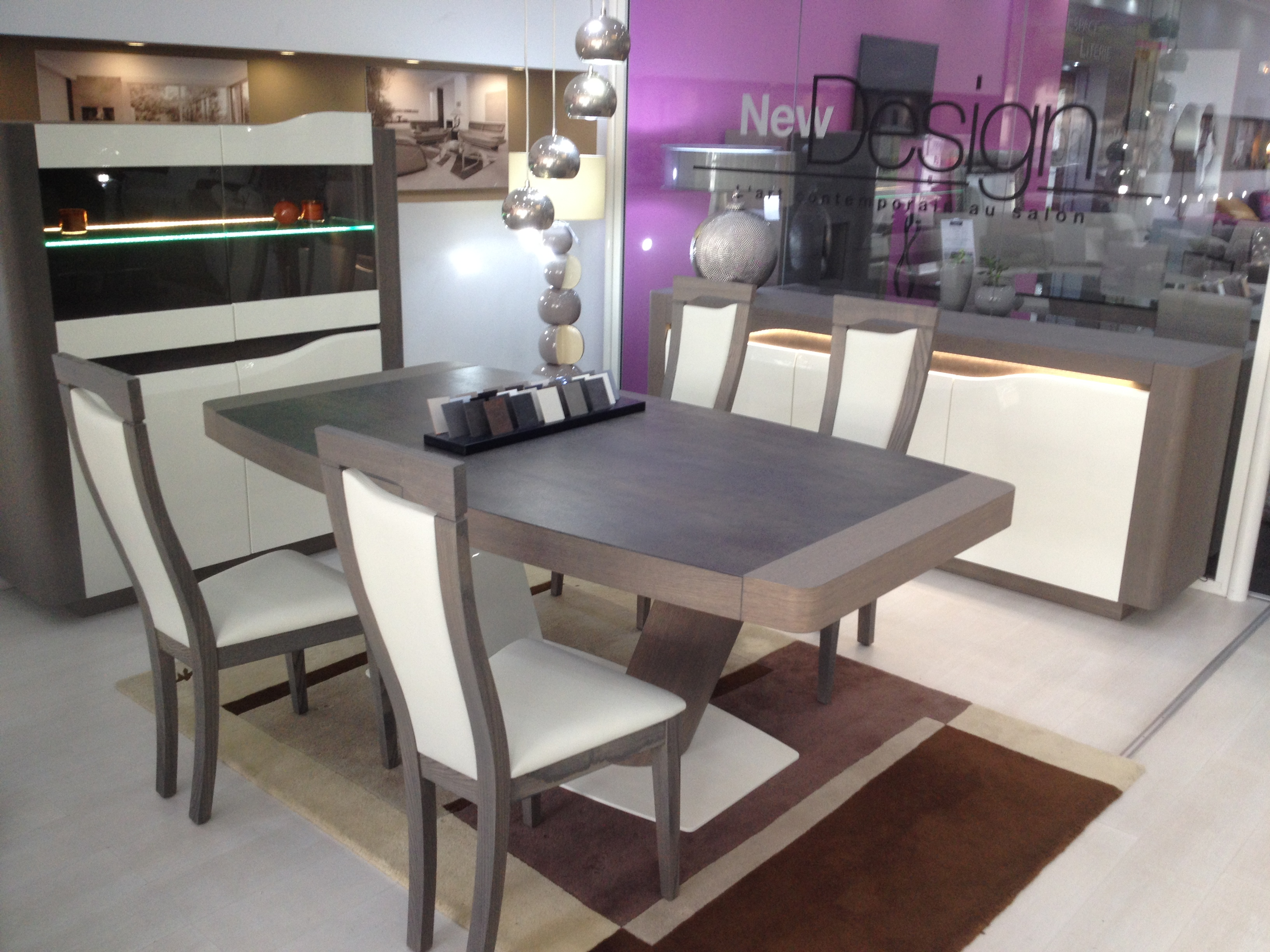 Table de repas avec plateau en c ramique collection ibiza for Table salle a manger usage